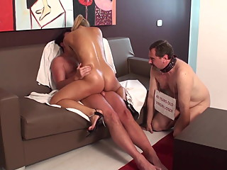 Dominante Fetish Ladies enjoy to fuck in front of cuckolds